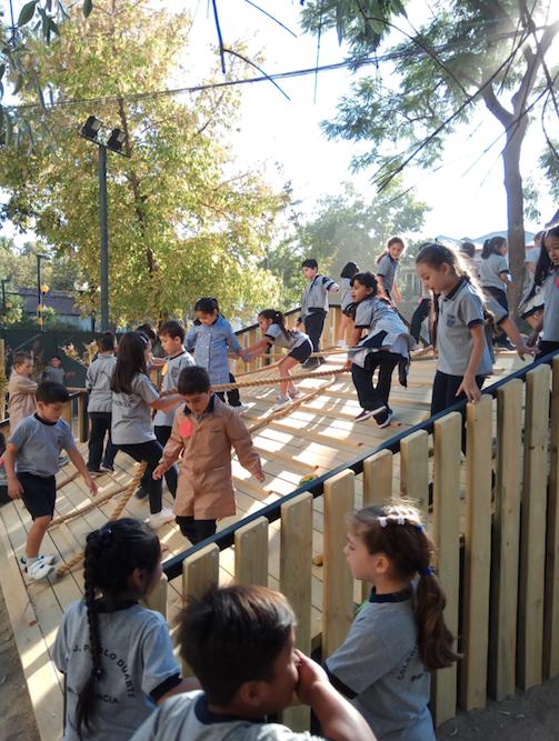 La fundación que interviene con arquitectura y diseño los paisajes escolares de todo Chile, Radio Zero